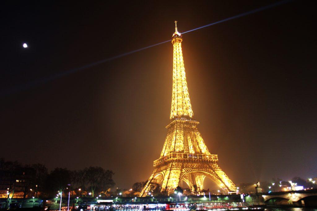 300 миллионов евро на реконструкцию Эйфелевой башни