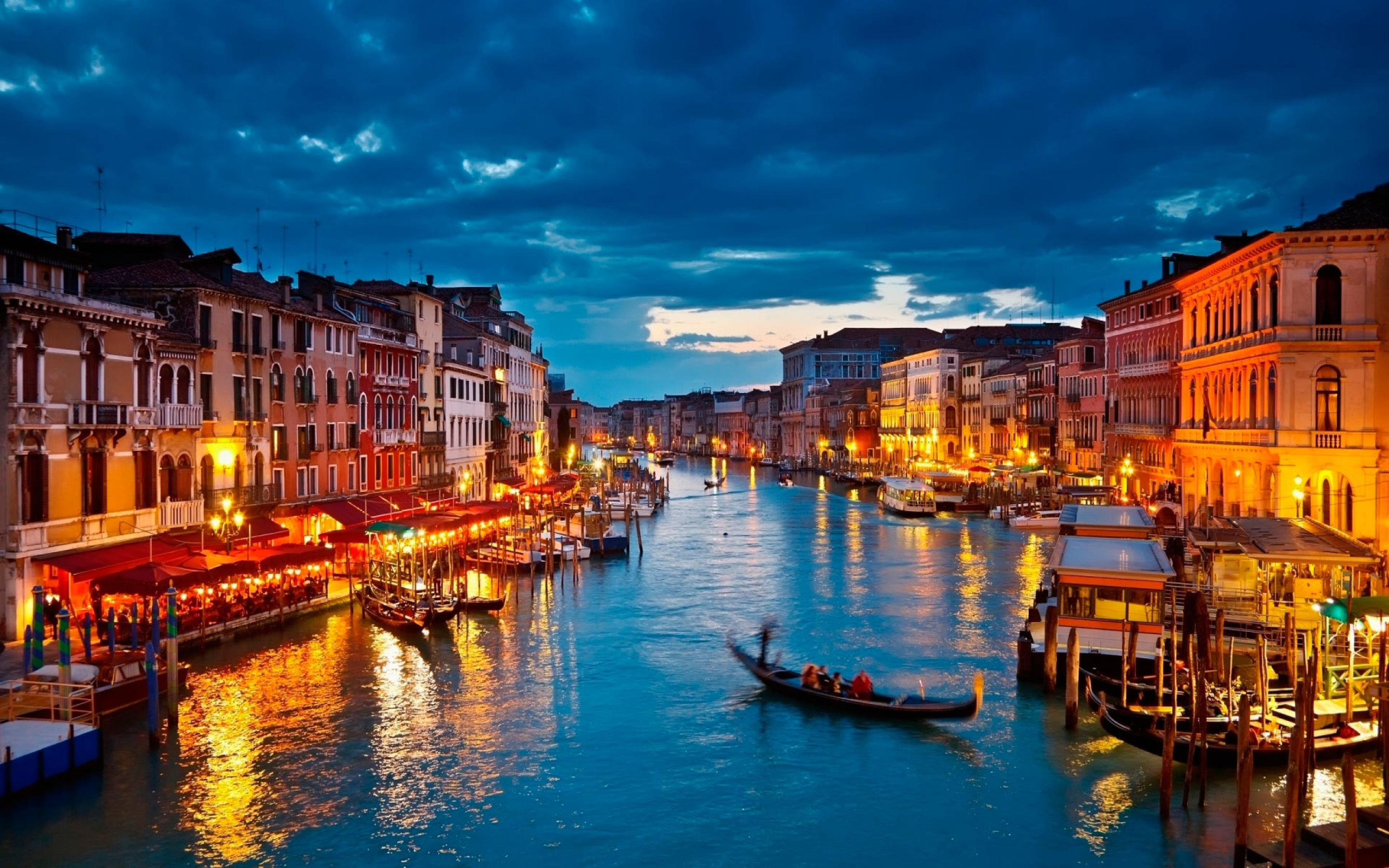 venice-is-a-beautiful-cities-in-italy-2880x1800