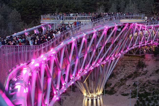 Пешеходный мост Табиат, Тегеран, Иран