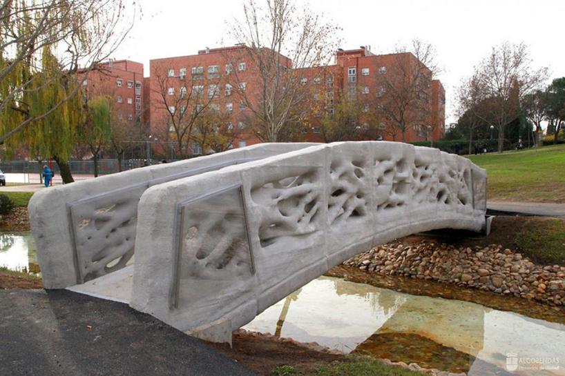 В Испании установили мост, который был распечатан на 3D-принтере