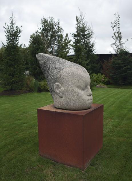 Жіноча голова, граніт, 90 x 60 x 110 см, 2012
