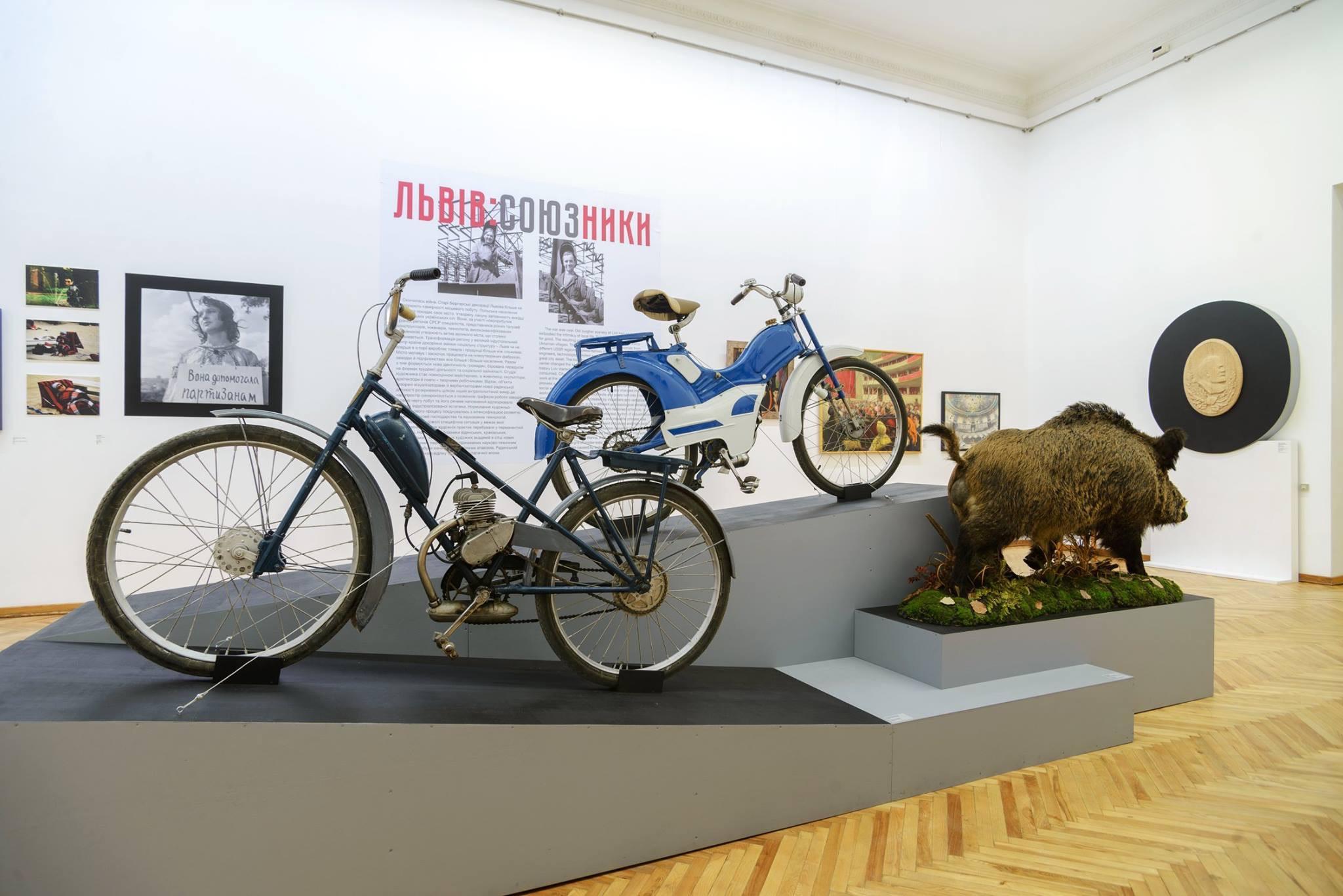 «Так люблю той Львів, що бракує ми слів»: Про виставковий проект «Червона книга» у PinchukArtCenter | CHERNOZEM.INFO