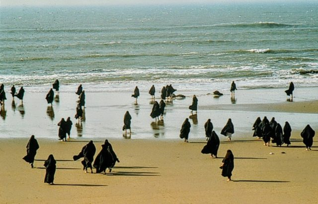 neshatrapture_series_women_on_beach_scattered20070422161758