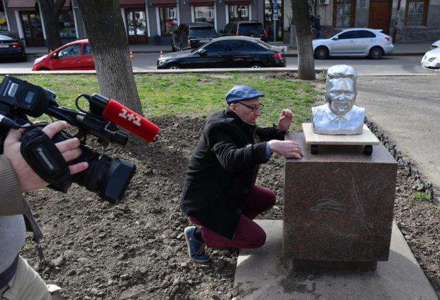 Вадим Bondero: «Многократное открытие мобильных памятников - как кармическое перерождение: человеку дается возможность повторить момент и исправить какие-то вещи в жизни»