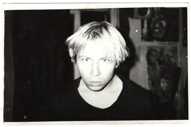 Олег Голосій, 1990-ті рр., автор невідомий, з родинного фото архіву, надано маєтком художника та галереєю The Naked Room