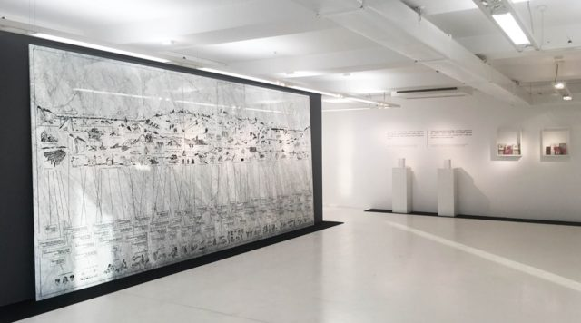 Младен Мілянович (Mladen Miljanović), «Дидактична стіна», мармур, акрил, гравірування, /// х /// см., 2019