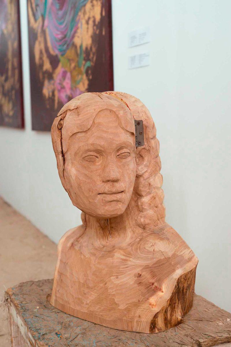 Хав'єр Ескала (Xavier Escala), «MICROCOSMOS», деревина, акрил, метал, 52 × 40 × 26 см., 2019