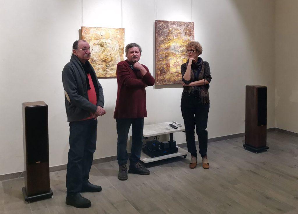 """В Imagine Point проходить виставка Оксани Стратійчук і Валерія Шкарупи """"Лінія горизонту""""."""